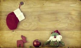 Weihnachtsdekoration mit Weihnachtsmann-Figürchen Lizenzfreie Stockfotos