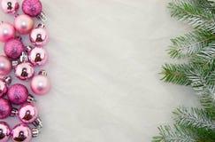 Weihnachtsdekoration, -ROSA und -GRÜN Lizenzfreies Stockfoto