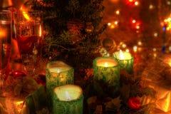Weihnachtsdekoration und -champagner. stockfotografie