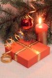 Weihnachtsdekoration und Geschenkkasten Stockbild