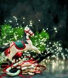 Weihnachtsdekoration und -plätzchen Festliche Leuchten Abbildung der roten Lilie Stockbild