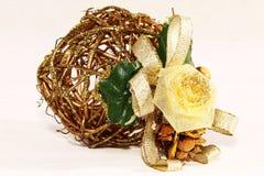 Weihnachtsdekoration von gesponnenen Zweigen Lizenzfreies Stockfoto