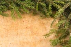 Weihnachtsdekoration von Tannenzweigen Weihnachten- und neues Jahr ` s Hintergrund Stockfotos