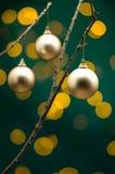 Weihnachtsdekoration vor Leuchten Stockbilder