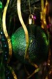 Weihnachtsdekorationen auf dem Weihnachtsbaum für eine festliche Stimmung und einen schönen Dekor Lizenzfreies Stockfoto