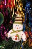 Weihnachtsdekorationen auf dem Weihnachtsbaum für eine festliche Stimmung und einen schönen Dekor Stockfotografie