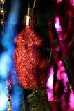 Weihnachtsdekorationen auf dem Weihnachtsbaum für eine festliche Stimmung und einen schönen Dekor Lizenzfreies Stockbild