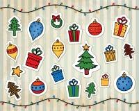 Weihnachtsdekorationen auf einem gestreiften Hintergrund der Weinlese Lizenzfreie Stockfotos