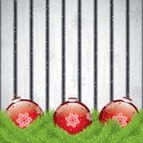 Weihnachtsdekorationen auf hölzernem Hintergrund Stockbild