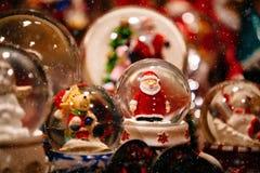 Weihnachtsdekorationen auf Trentino Alto Adige, Italien-Weihnachtsmarkt stockbilder