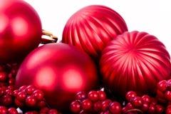 Weihnachtsdekorationen auf Weiß lizenzfreies stockbild
