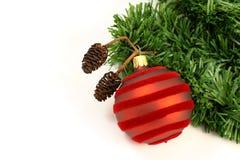 Weihnachtsdekorationen auf weißem Hintergrund Lizenzfreie Stockfotografie