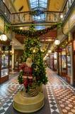 Weihnachtsdekorationen bei Adelaide Arcade Stockfotos
