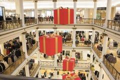 Weihnachtsdekorationen bei Macy's in Chicago stockbilder