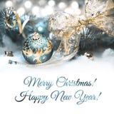 Weihnachtsdekorationen in Cyan-blauem und im Gold, Textraum Stockfotografie