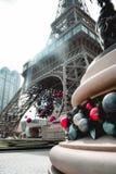 Weihnachtsdekorationen am Eiffelturm am Pariser Kasino in Macao Chin stockfotografie