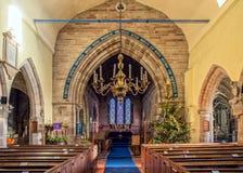Weihnachtsdekorationen in einer Kirche Stockbild