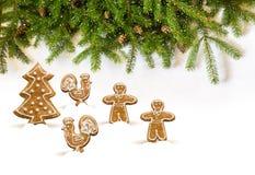 Weihnachtsdekorationen gemacht vom Lebkuchen Lizenzfreie Stockfotos