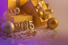 Weihnachtsdekorationen, -geschenke und -zahlen Stockbild