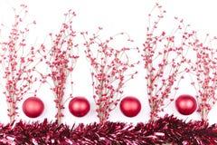Weihnachtsdekorationen getrennt auf Weiß stockfotos