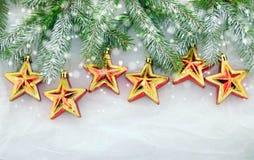 Weihnachtsdekorationen, grün und golden Stockfotos