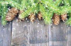 Weihnachtsdekorationen, grün und rustikal Stockfoto