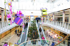 Weihnachtsdekorationen im Einkaufszentrum Lizenzfreies Stockfoto