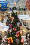 Weihnachtsdekorationen im GUMMI - Einkaufszentrum in MOSKAU Lizenzfreies Stockfoto