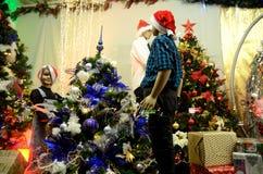 Weihnachtsdekorationen im polnischen Shop Lizenzfreies Stockfoto