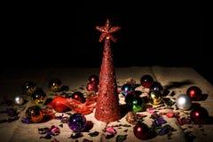 Weihnachtsdekorationen im Schatten Lizenzfreie Stockfotos
