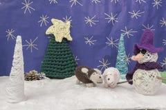 Weihnachtsdekorationen macht Baum-Schafschneemann des Schnees scenary in Handarbeit Lizenzfreies Stockbild