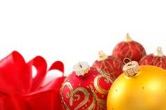 Weihnachtsdekorationen mit Farbbändern Stockfoto