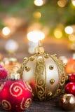 Weihnachtsdekorationen mit Geschenkkasten Lizenzfreies Stockbild
