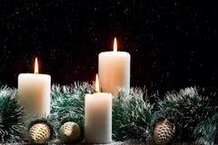 Weihnachtsdekorationen mit Kerzen Lizenzfreies Stockbild