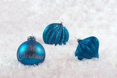 Weihnachtsdekorationen mit Schneeblau Lizenzfreie Stockfotografie