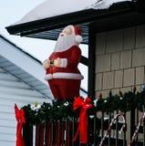 Weihnachtsdekorationen mit Weihnachtsmann Stockfotos