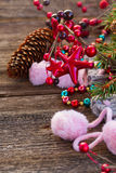 Weihnachtsdekorationen mit Wollsocken Lizenzfreies Stockfoto