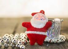 Weihnachtsdekorationen, -silber und -ROT Stockfoto