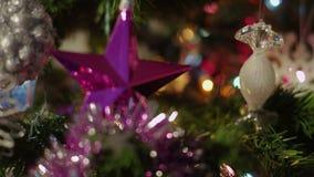 Weihnachtsdekorationen, -stern und -süßigkeit stock video