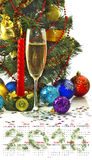 Weihnachtsdekorationen und Champagnergläser Stockbild