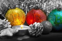 Weihnachtsdekorationen und -kerze Stockbilder
