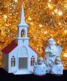 Weihnachtsdekorationkirche und -engel Stockfotografie