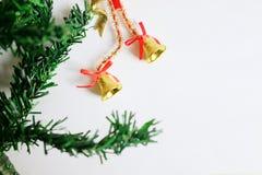Weihnachtsdekorations-Grenzdesign lokalisiert auf weißem Hintergrund Lizenzfreie Stockfotos