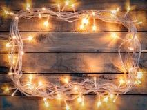 Weihnachtsdekorationshintergrund - Weinlese planked Holz mit ligh Stockfotos