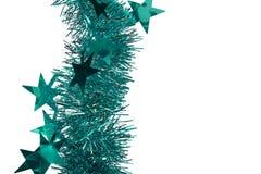Weihnachtsdekorationsregen auf weißem lokalisiertem Hintergrund lizenzfreies stockbild