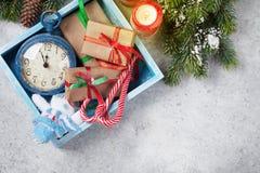 Weihnachtsdekorkasten, Geschenkboxen, Kerzen lizenzfreie stockfotografie