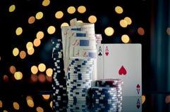 Weihnachtseinstellung mit Pokerchips Lizenzfreies Stockbild