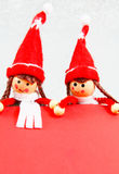 Weihnachtselfe mit Wishlist lizenzfreies stockbild