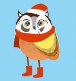 Weihnachtseule, die roten Sankt-Hut und -schal trägt Lizenzfreie Stockbilder