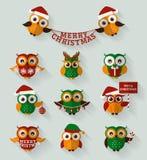 Weihnachtseulen Flache Ikonen Karikatur polar mit Herzen Stockfotos